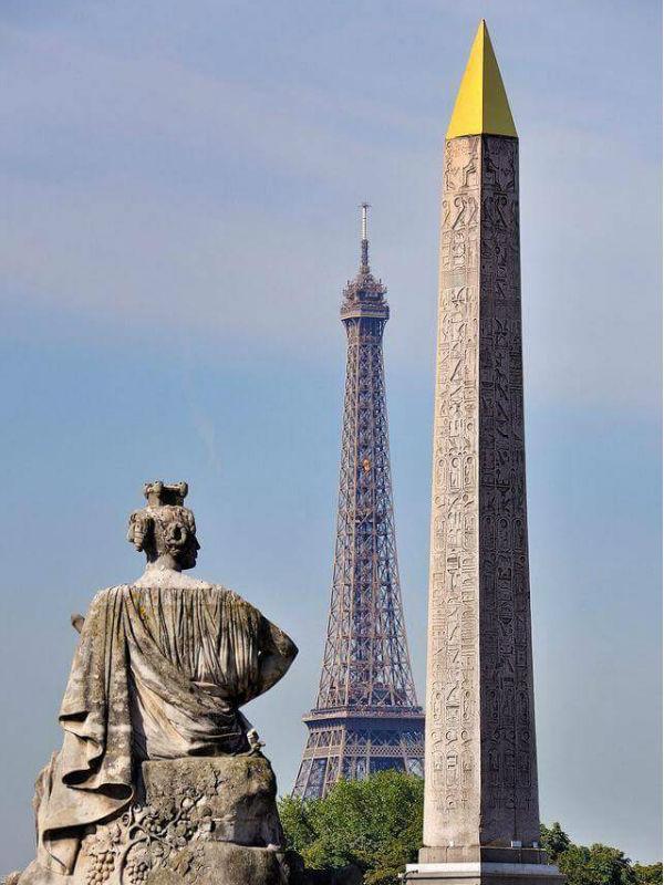 As duas múmias da Praça da Bastilha