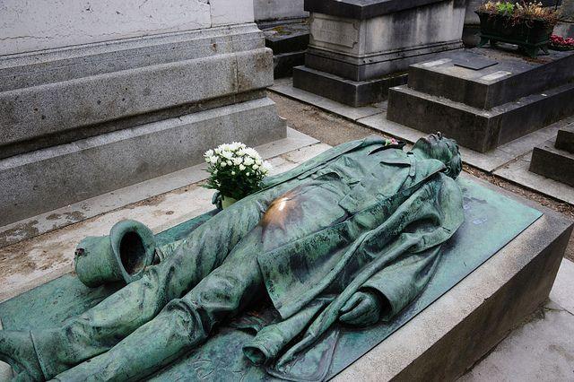Victor Noir símbolo sexual do cemitério Père-Lachaise